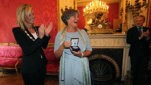 Louise Gunning ontvangt Zilveren Medaille van Amsterdam