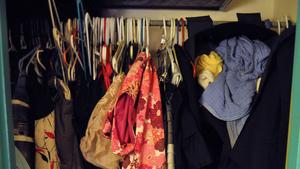 Amfi-student doorzocht propvolle kledingkasten