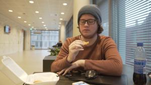 Video | Zou jij kipnuggets eten als je weet wat erin zit?