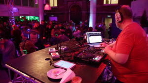Video | Geslachtsziekten, silent disco en kunst of kitsch tijdens de U Night