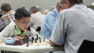 Video   Studenten geven innerlijke nerd vrij spel tijdens schaaktoernooi